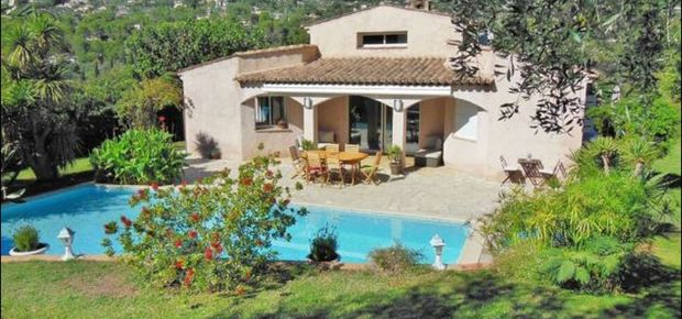 83310 Cogolin, France Bed and Breakfast