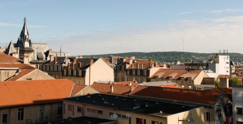 The roof of a building at Au coeur de Nancy B&B.