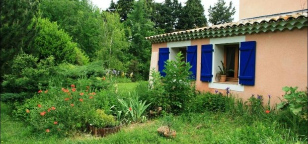 Caumont-sur-Durance, France Bed and Breakfast