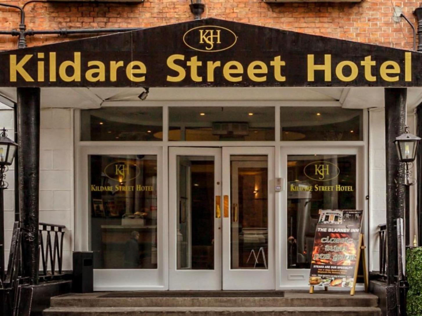 A store front at day at Kildare Street Hotel .