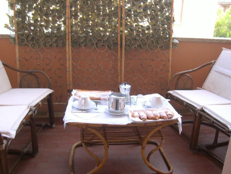 A dining room table at Amici di Zaza'.