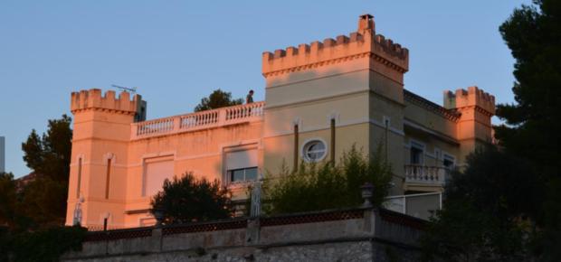"""Chambres d'hôtes """"Château de l'Aroumias"""""""