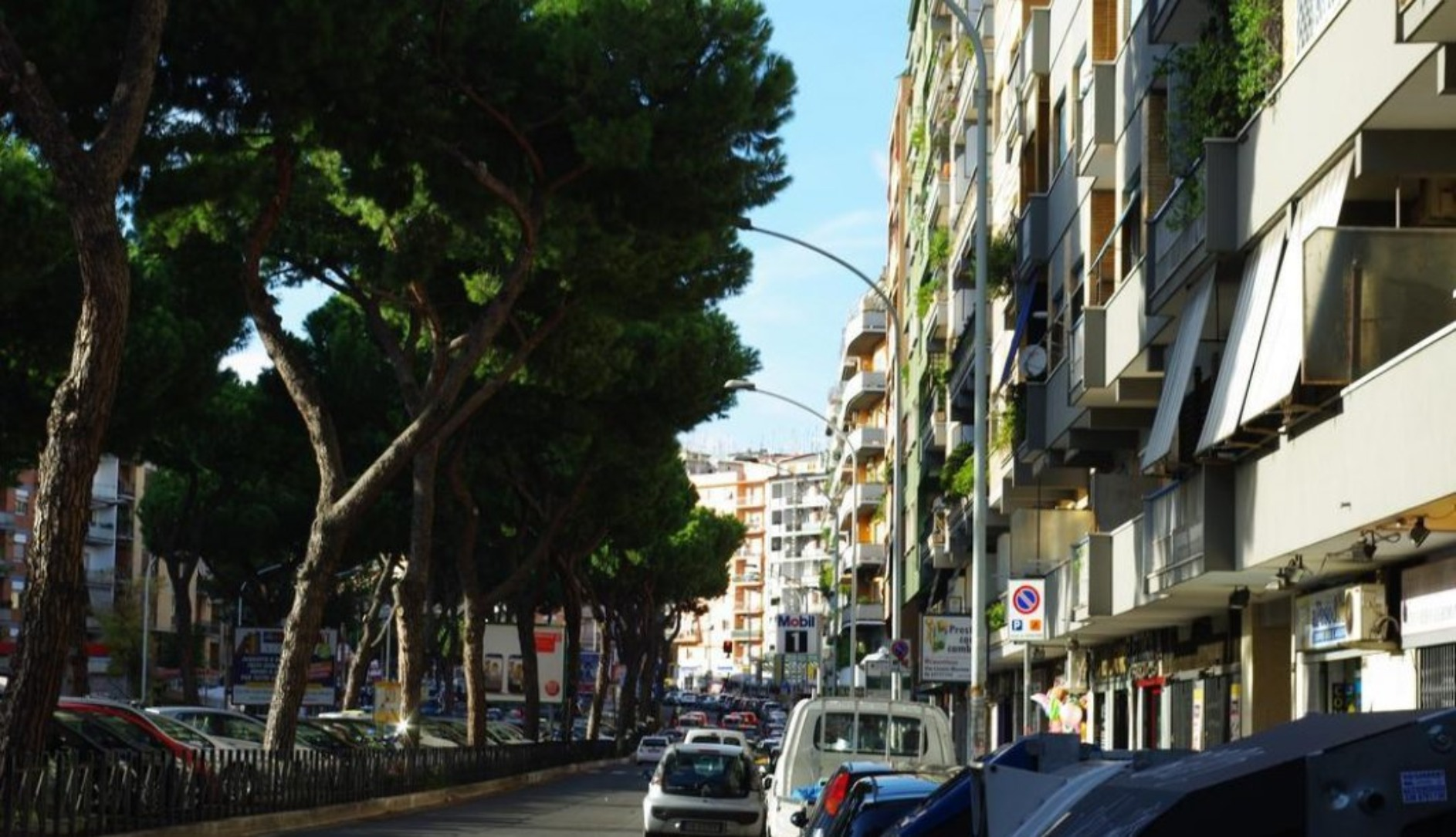 A close up of a busy city street at Appia avenue 639.