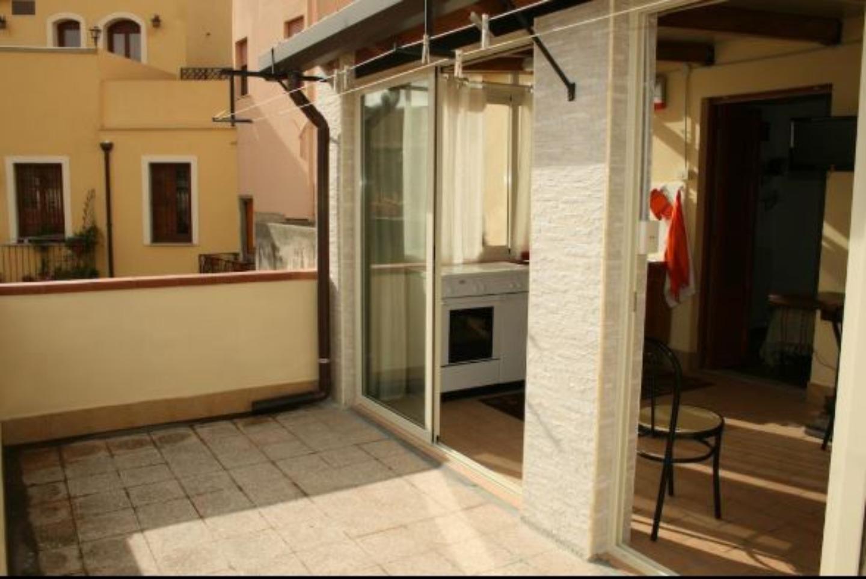 A double door in a room at Casa Vacanze Milazzo Sole&Luna.