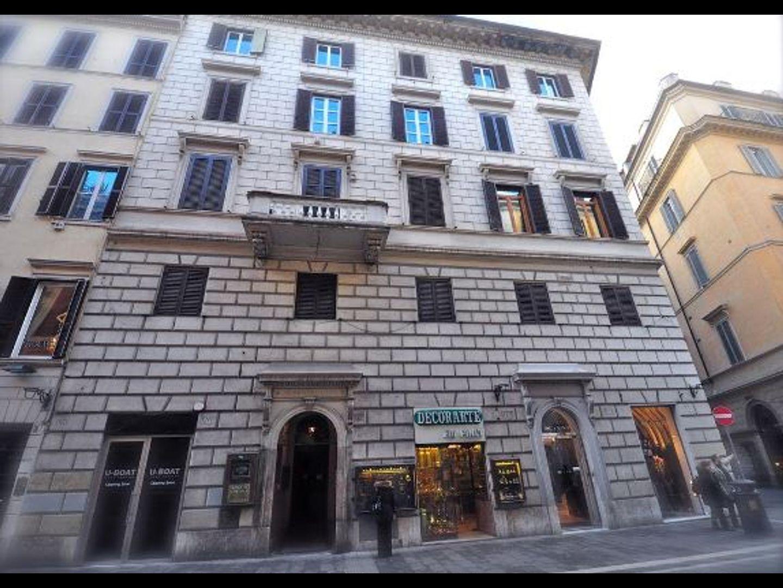 A large brick building at Babuino 127 Rooms.