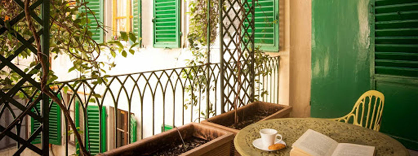 A dining room table in front of a window at Casa Rovai Guest House.