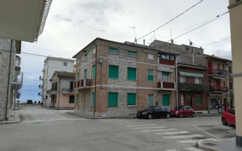 A city street at Festina Lente b&b.