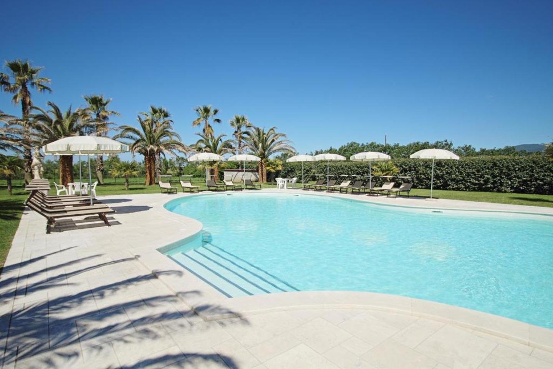A large pool of water at Casa Vacanze La Cuccumella.
