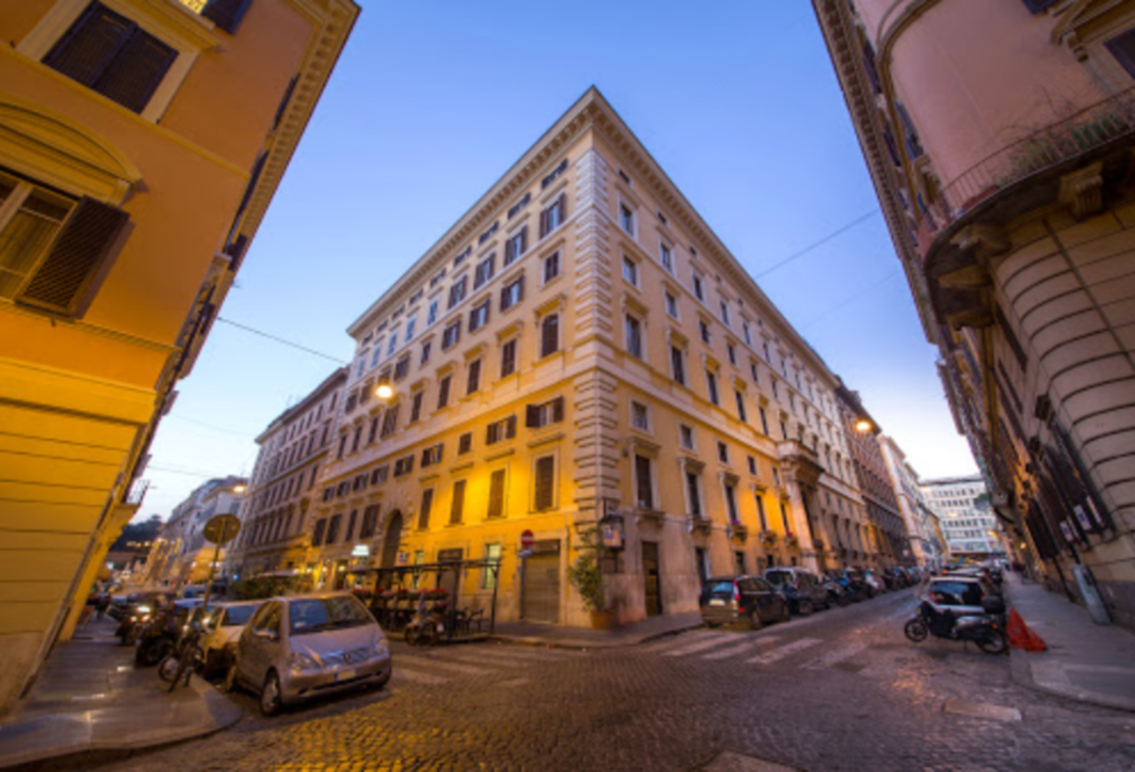 A view of a city street at Roma Central Guest House.