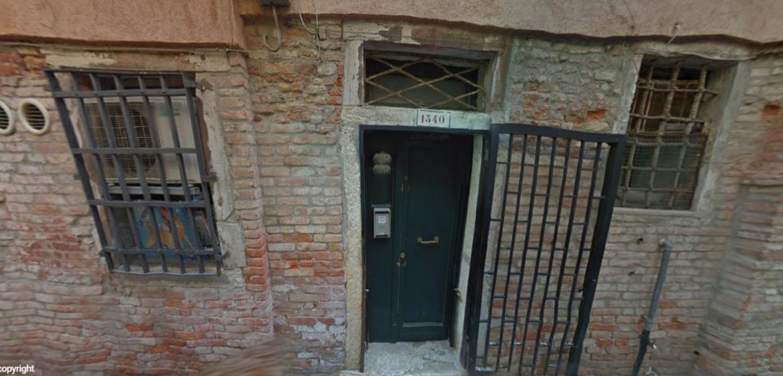 A close up of a brick building at Venice-BB-Venezia.
