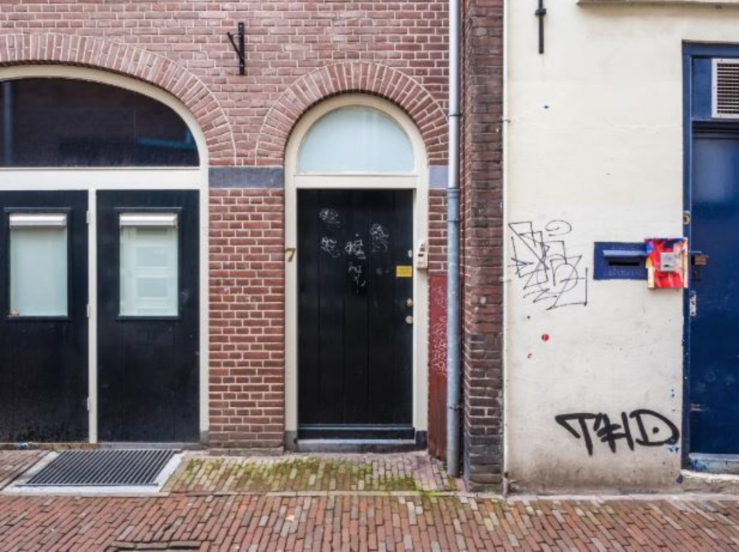 A sign on the side of a building at Rosendael.