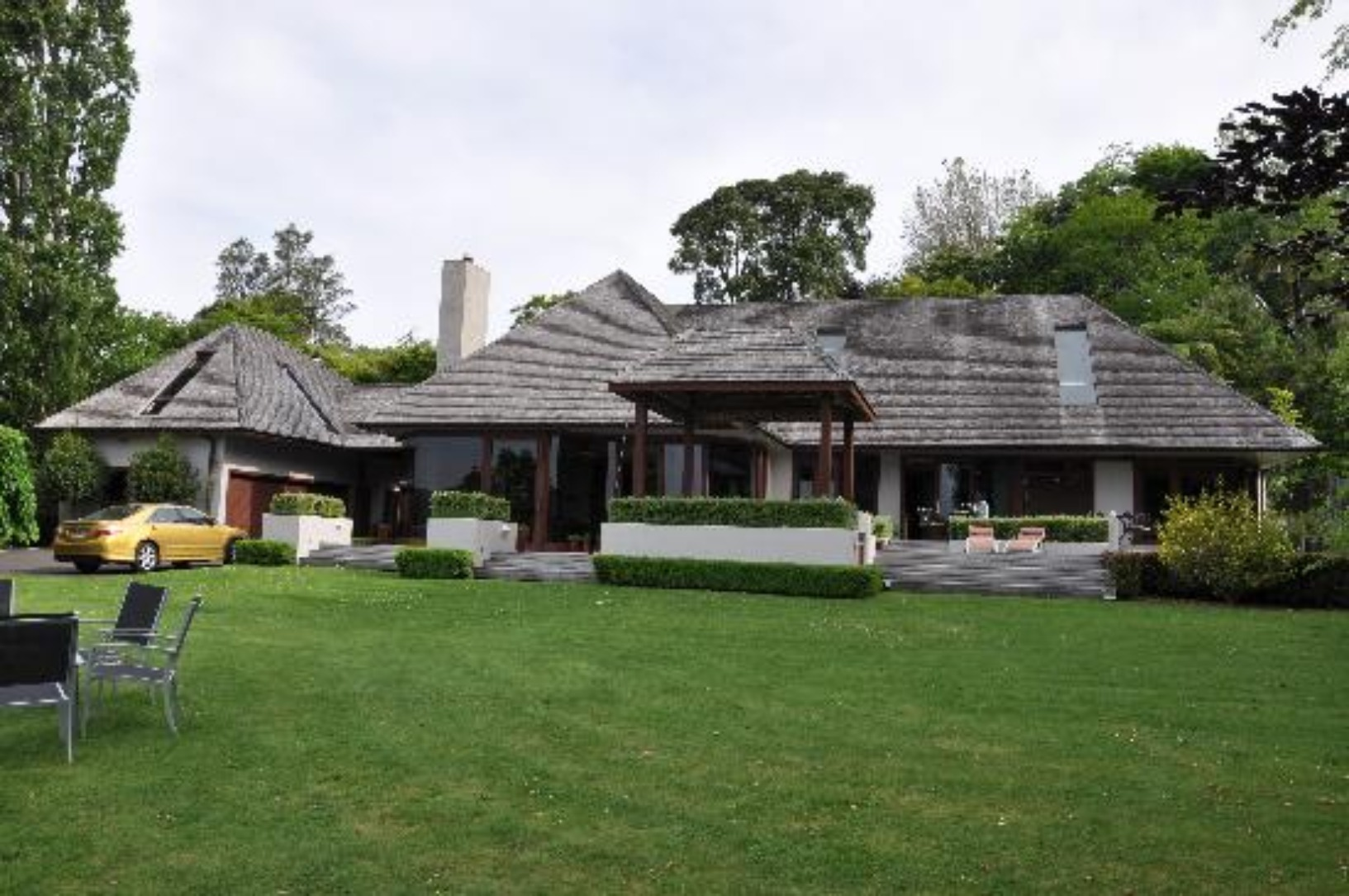 A large lawn in front of a house at Lodge At 199.