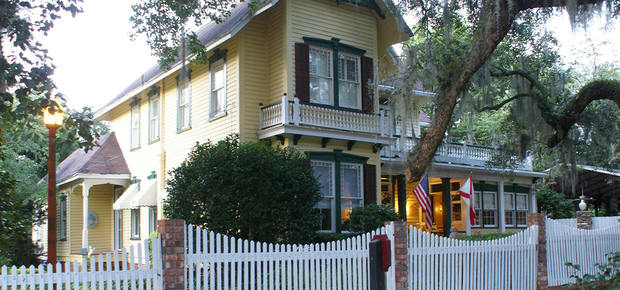 Avera-Clarke House Bed & Breakfast