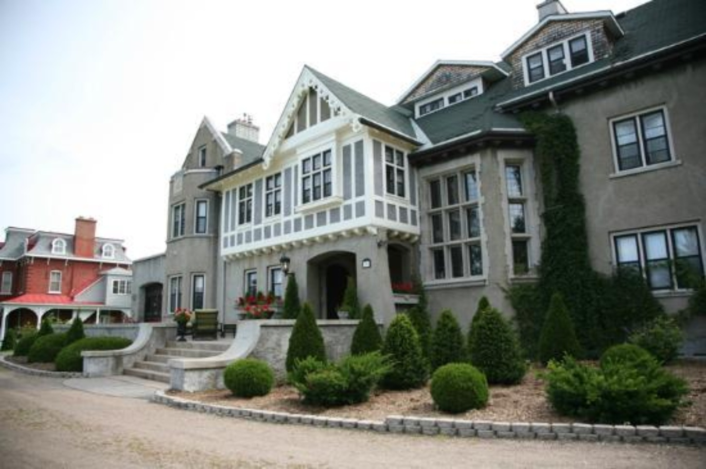A large building at Gray Gables Bed and Breakfast.