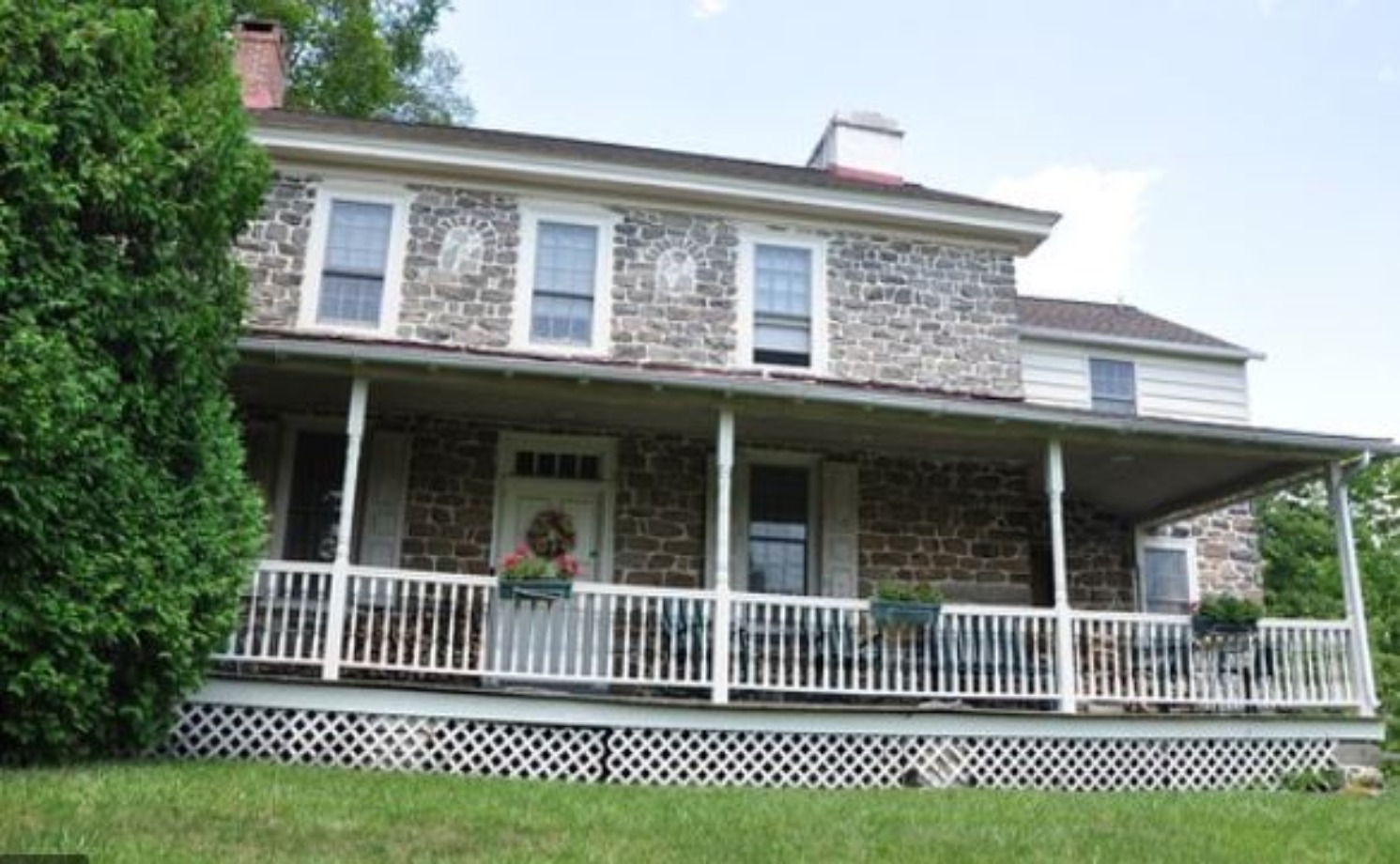 A group of people in front of a building at 1732 Folke Stone Bed and Breakfast.