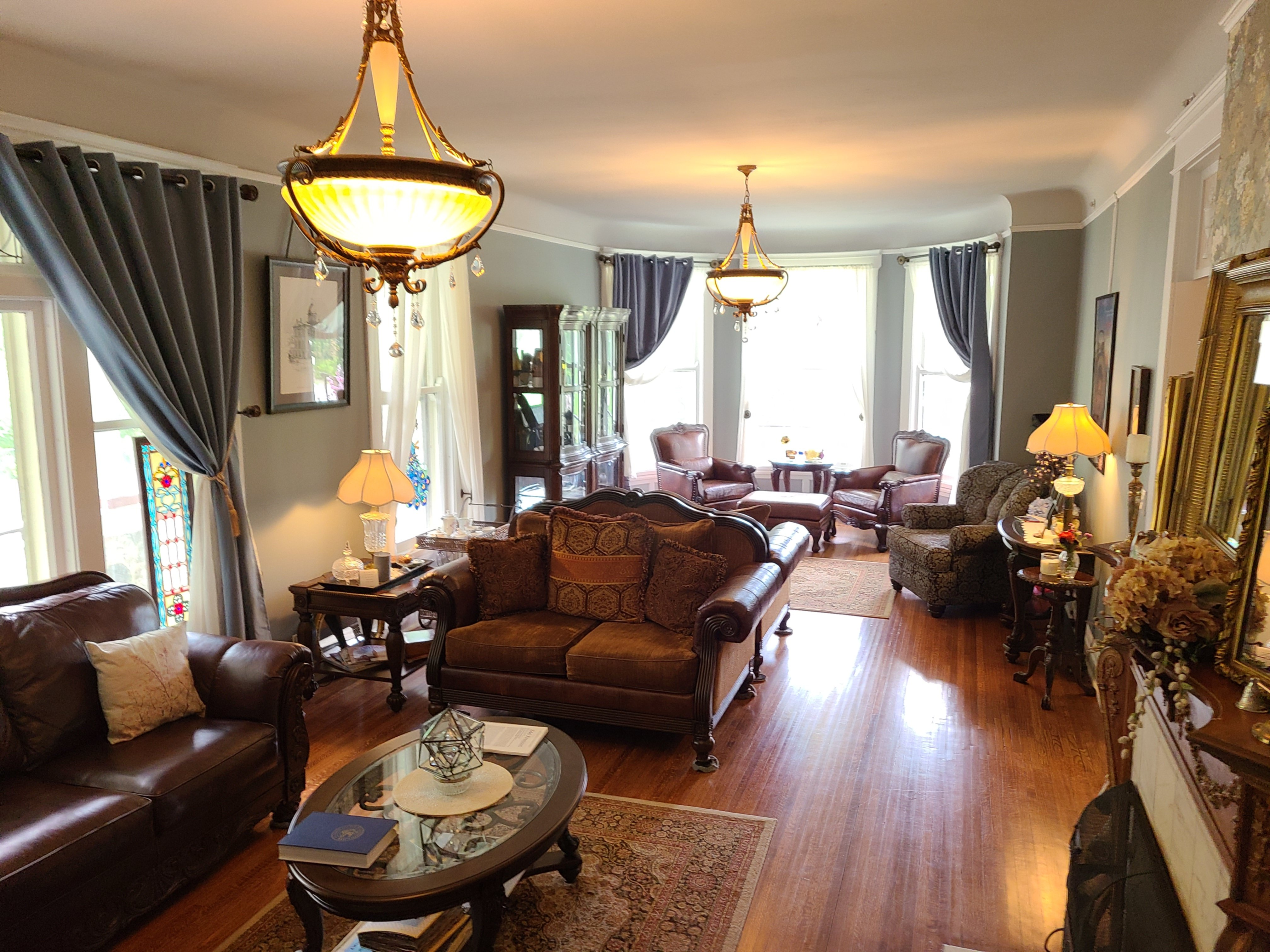 A living room filled with furniture and a fire place at The Cherry Tree Inn B&B .