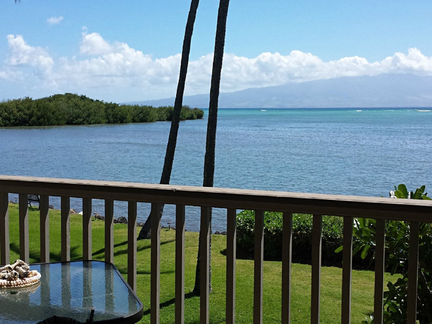 A bridge over a body of water at Ka'awa Loa Plantation Guesthouse and Retreat.