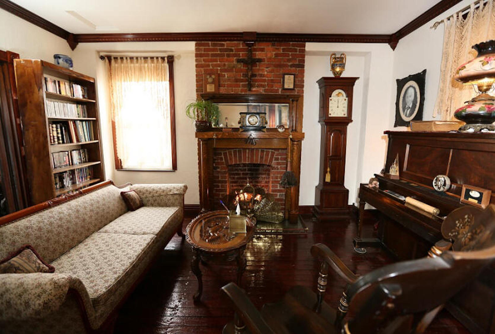 A living room filled with furniture and a fireplace at The Old Parsonage Bed and Breakfast.