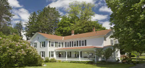 1862 Seasons on Main Bed and Breakfast