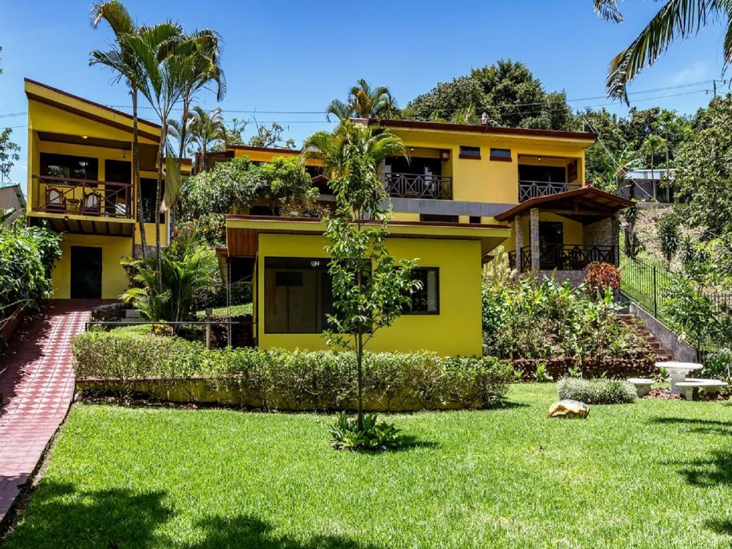 A large lawn in front of a house at La Terraza Guest House.