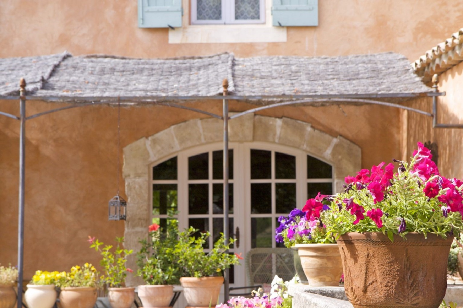 A close up of a flower garden in front of a building at Le Mas Perreal B&B en Luberon.