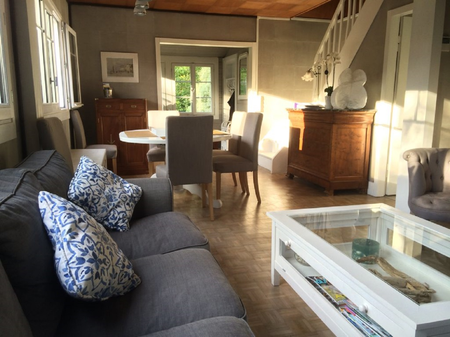 A living room filled with furniture and a fire place at Les gîtes d'Émilie.
