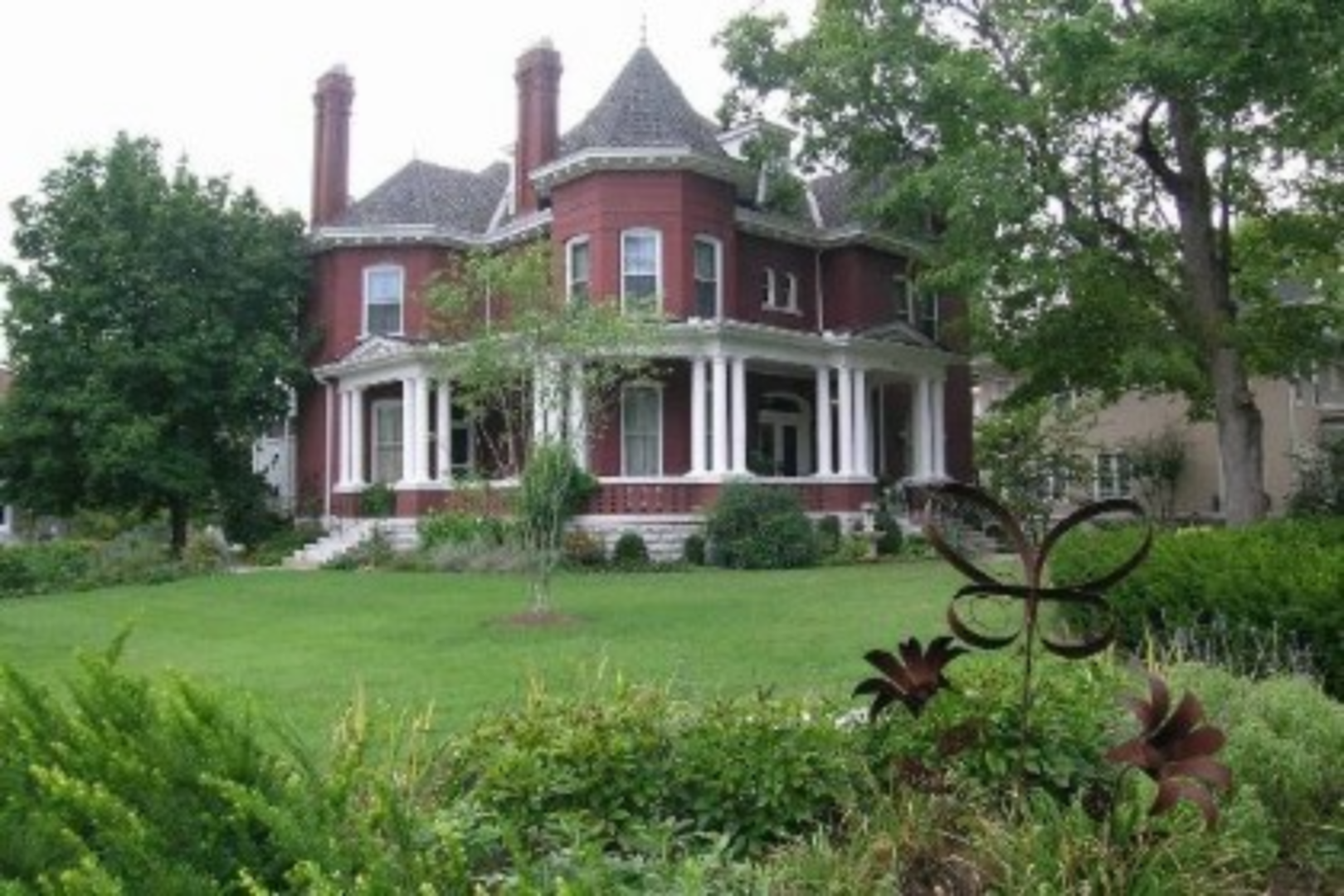 A large lawn in front of a house at Byrn-Roberts Inn.
