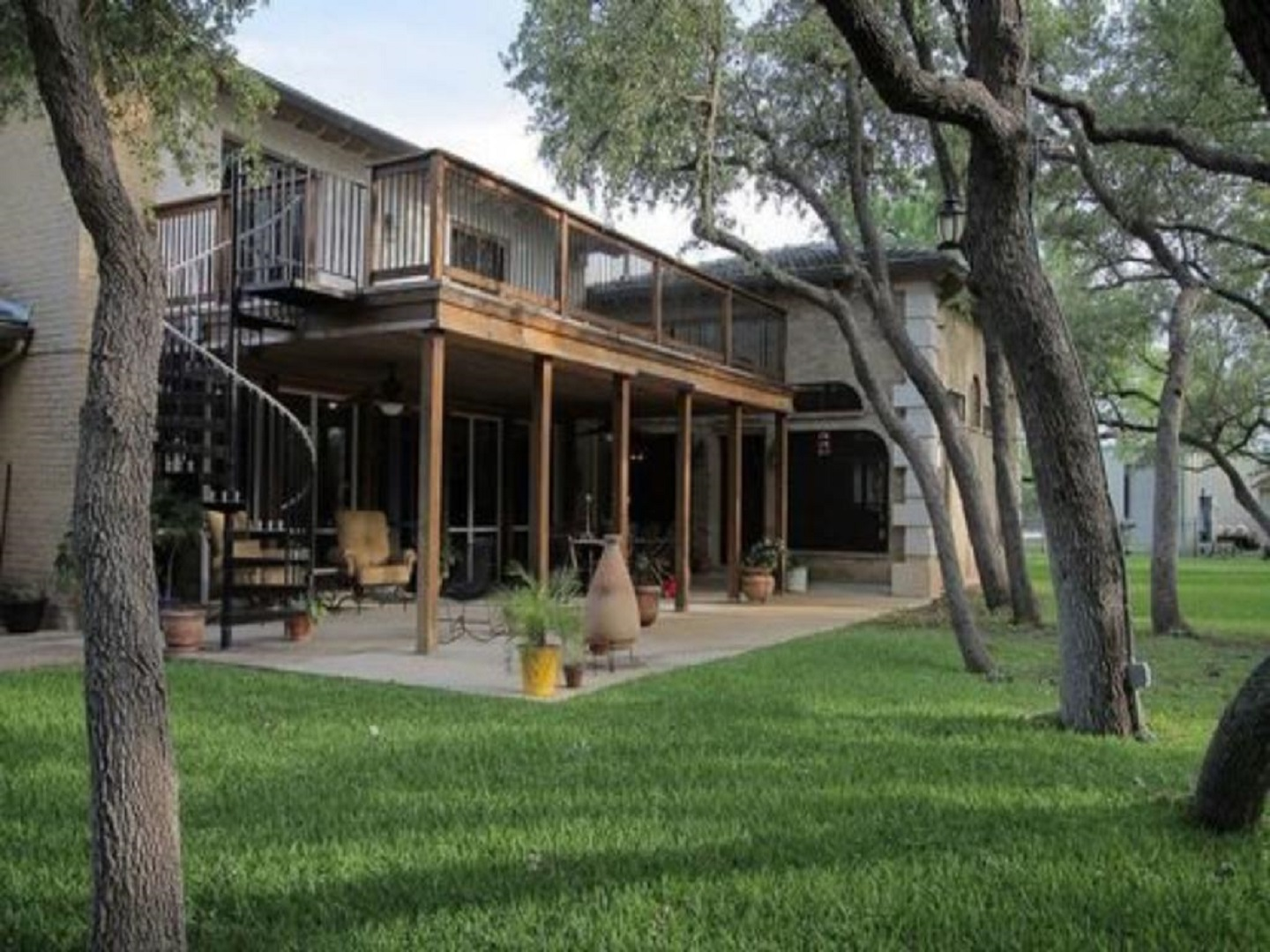 A large lawn in front of a building at Live Oaks Bed & Breakfast.