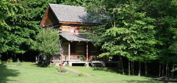 Log House Homestead Bed & Breakfast