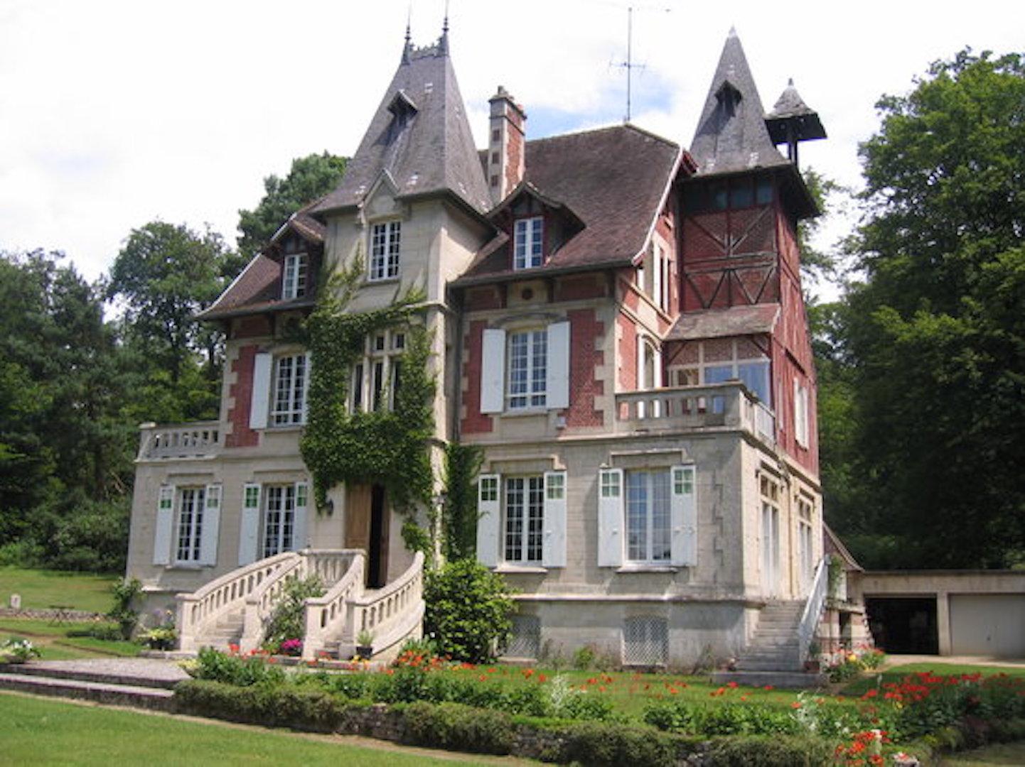 A large brick building at Ermitage de la fontaine des roches.