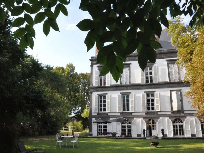 A tree in front of a building at Manoir de la Manantie.