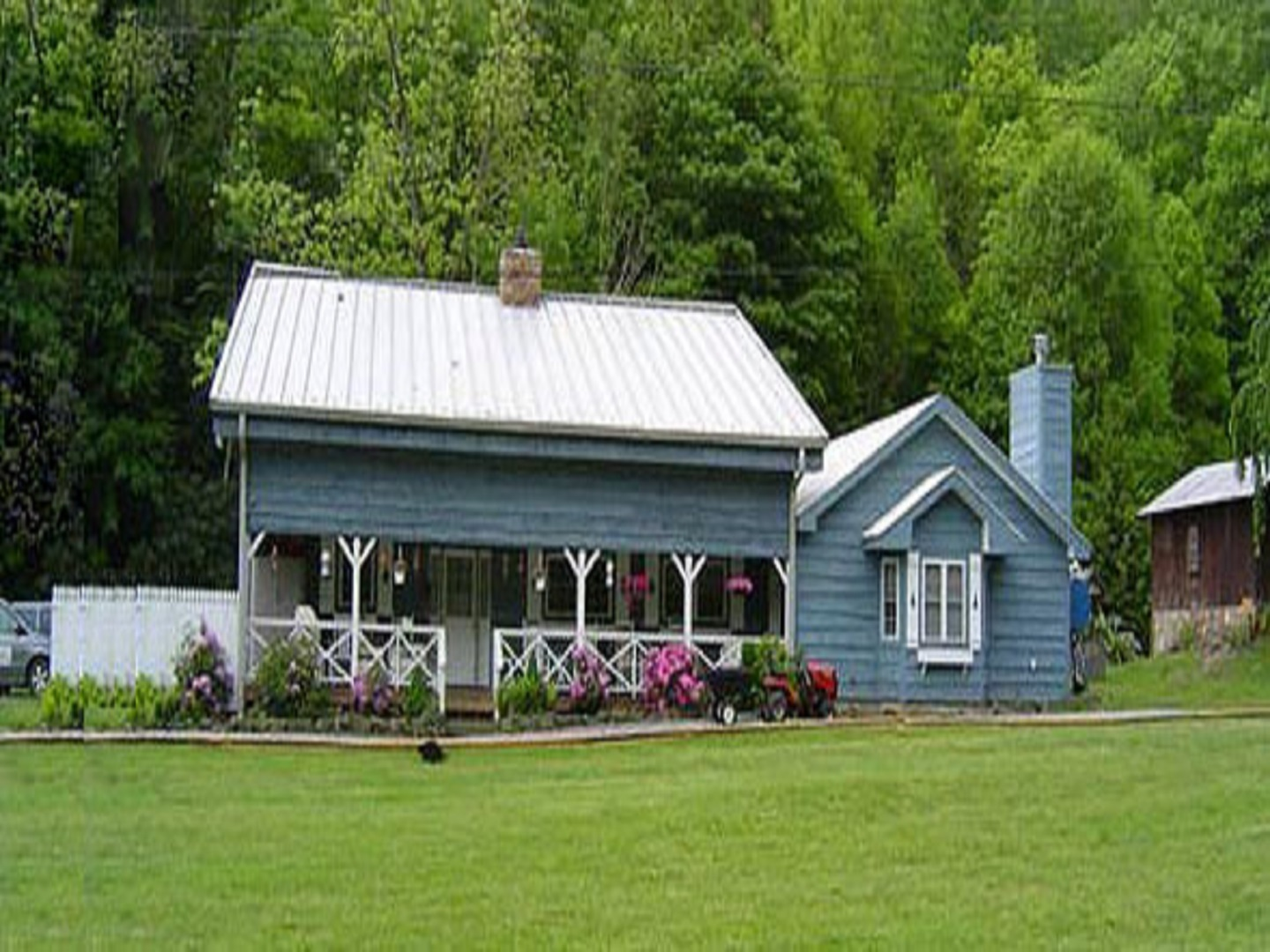 A group of people in front of a house at Misty Mountain Ranch B&B & Cabins.