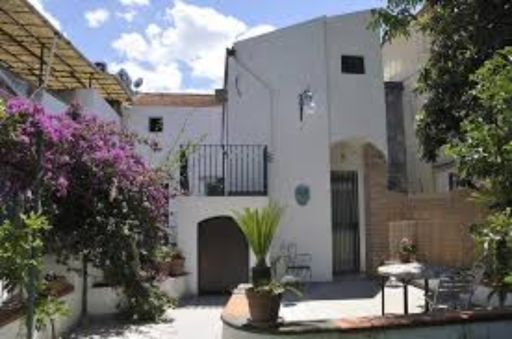 A view of a house at Casa Matron.