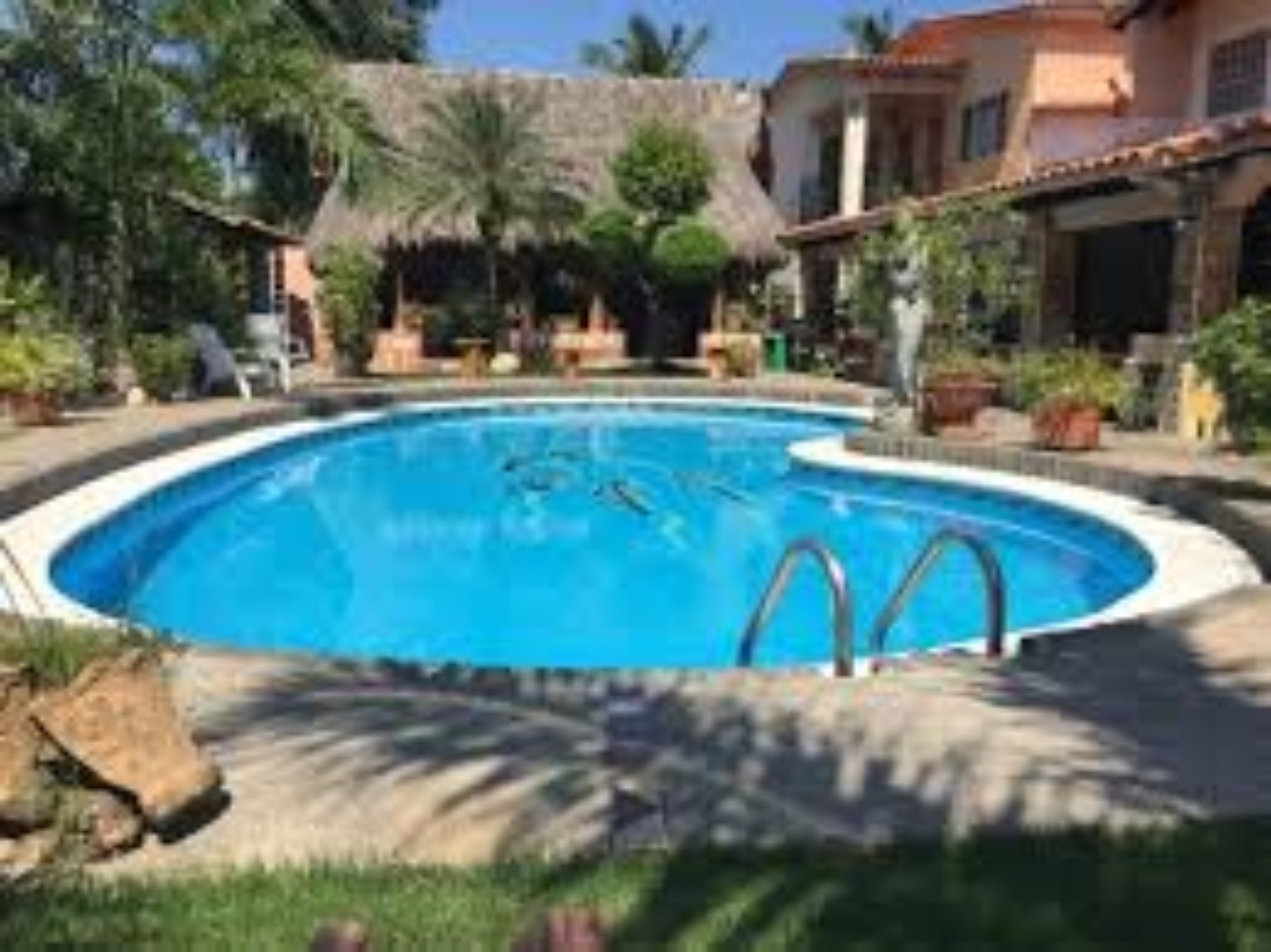 A person in a swimming pool at Casa Virgilios.