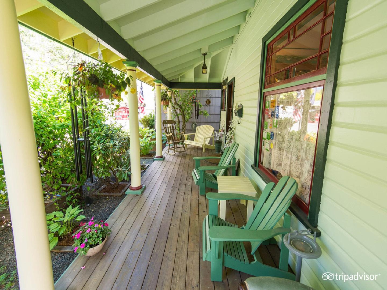 A green bench sitting on top of a wooden door at Alaska's Capital Inn Bed & Breakfast.